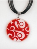 Red glass necklace from Pampeana