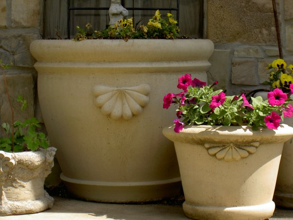 Garden Planters, Statues & Other Decor